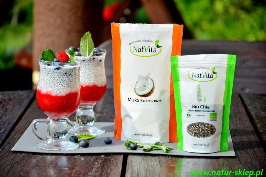 dietetyczny deser z chia, mlekiem kokosowym i świeżymi owocami